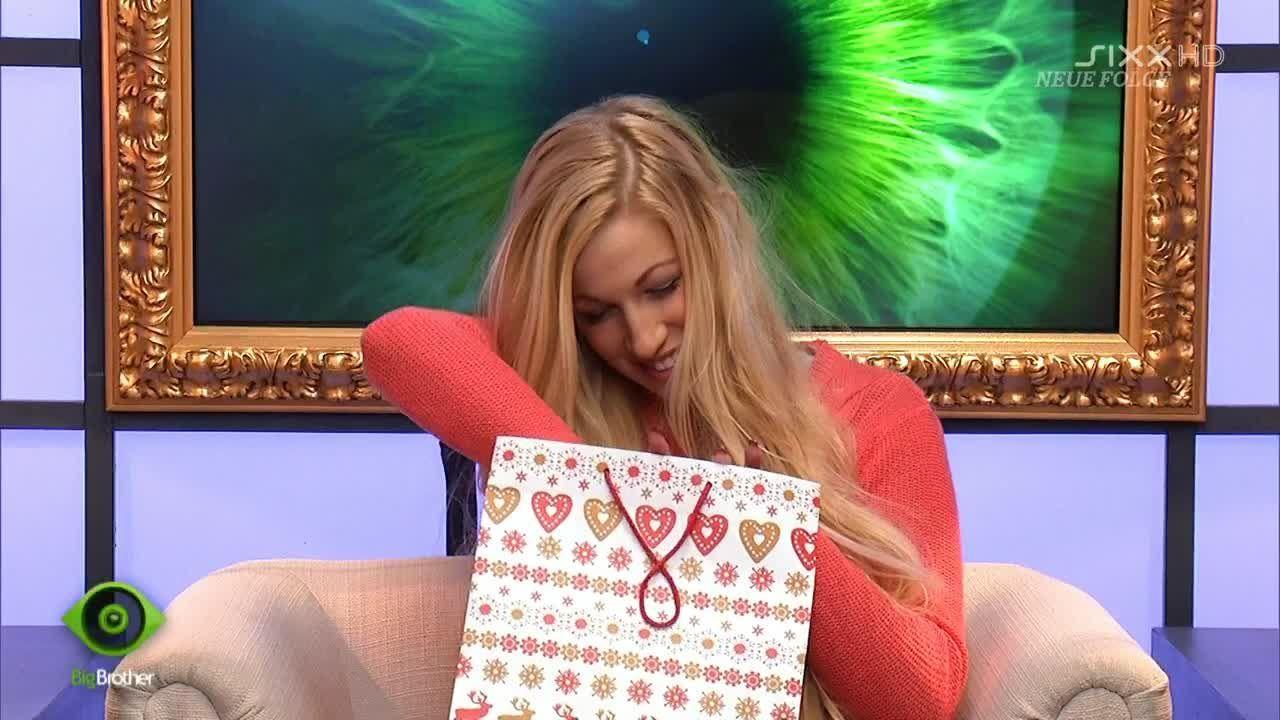 Natascha bekommt Geschenke - Bildquelle: sixx