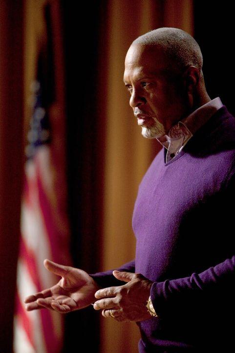 Hält einen beeindruckenden Vortrag: Dr. Webber (James Pickens, Jr.) ... - Bildquelle: Touchstone Television