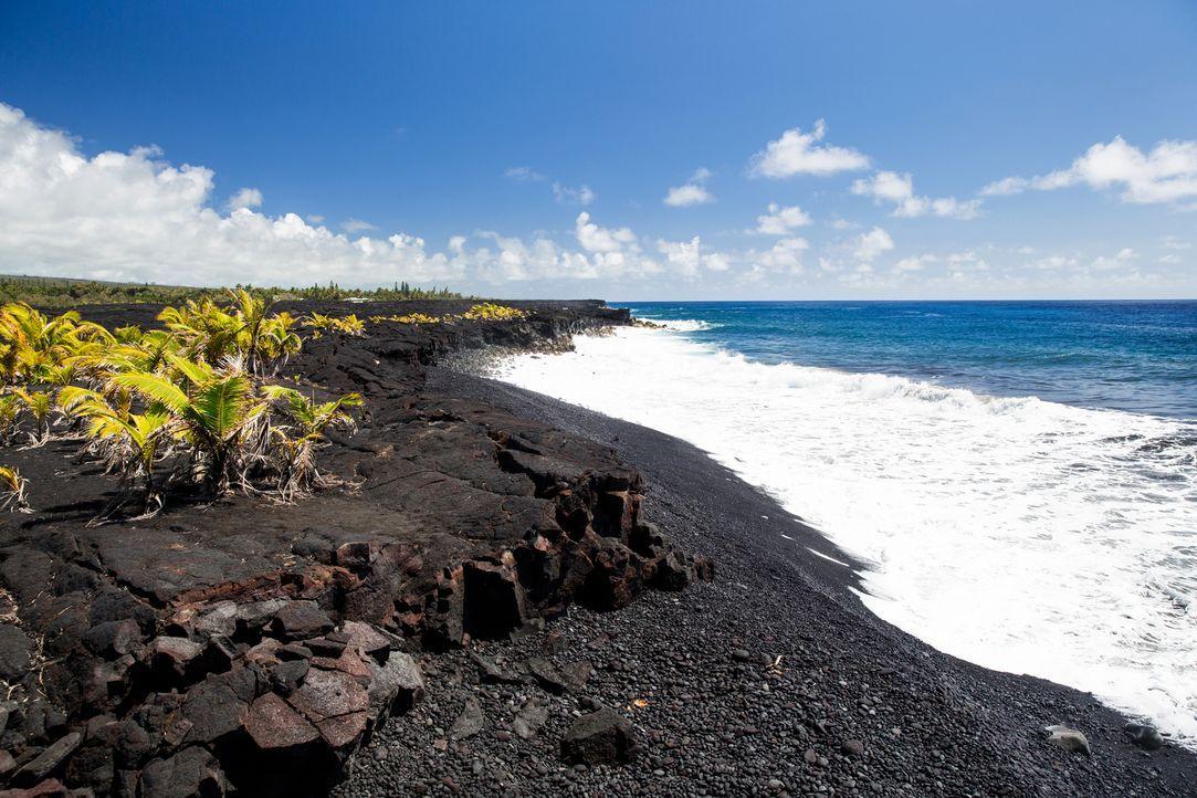 """Der """"Kaimu Beach"""" auf """"Big Island"""", Hawaii, ist einer der jüngsten Strände. Entstanden ist er ca. 1990 ... - Bildquelle: 2017,The Travel Channel, L.L.C. All Rights Reserved"""