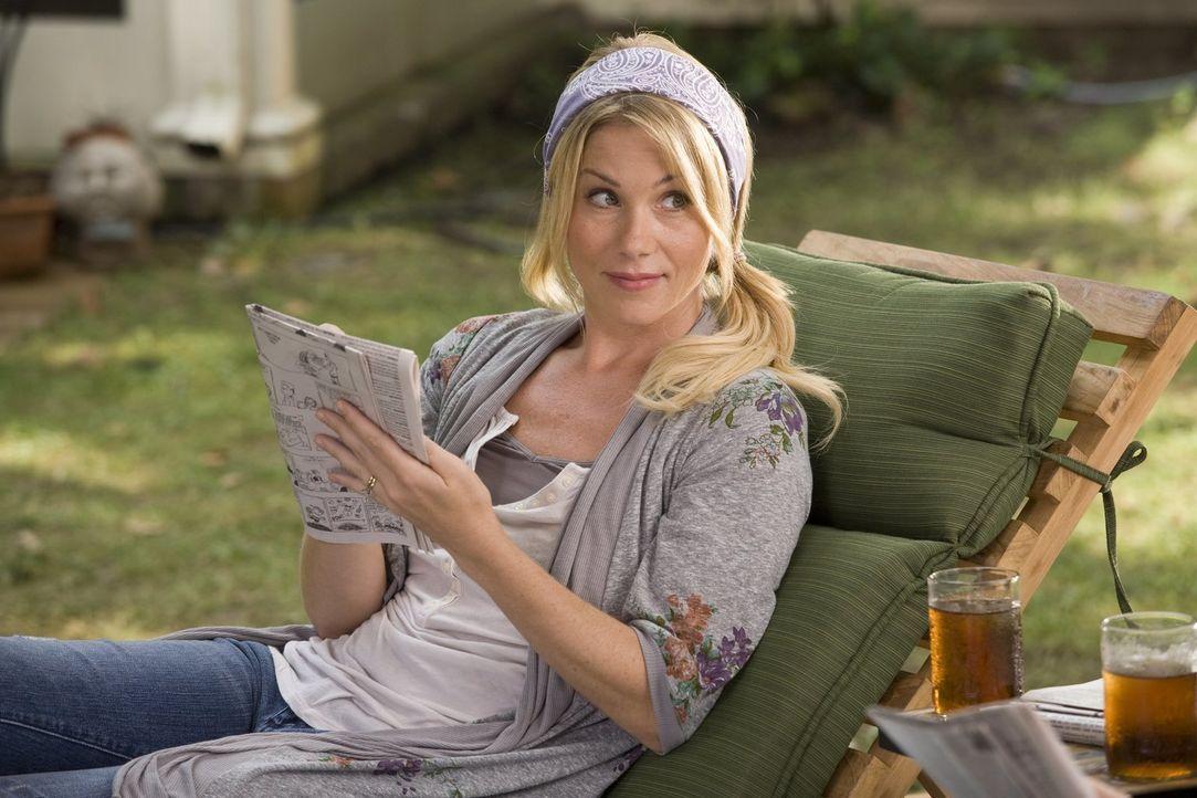 Als ihre Schwester ihr eröffnet, dass sie jetzt in einer Fernbeziehung ist, hat Corinne (Christina Applegate) Zweifel daran, dass das gut geht. Doch... - Bildquelle: 2010 Warner Bros.