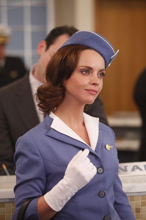 Normalerweise flieht Maggie (Christina Ricci), wenn irgendwer eines ihrer Geheimnisse aufdeckt ... - Bildquelle: 2011 Sony Pictures Television Inc.  All Rights Reserved.