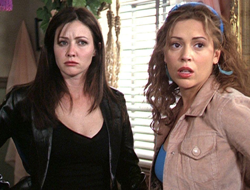 Prue (Shannon Doherty, l.) und Phoebe (Alyssa Milano, r.) sind über die Verhaltensweise von Cole schockiert ... - Bildquelle: Paramount Pictures