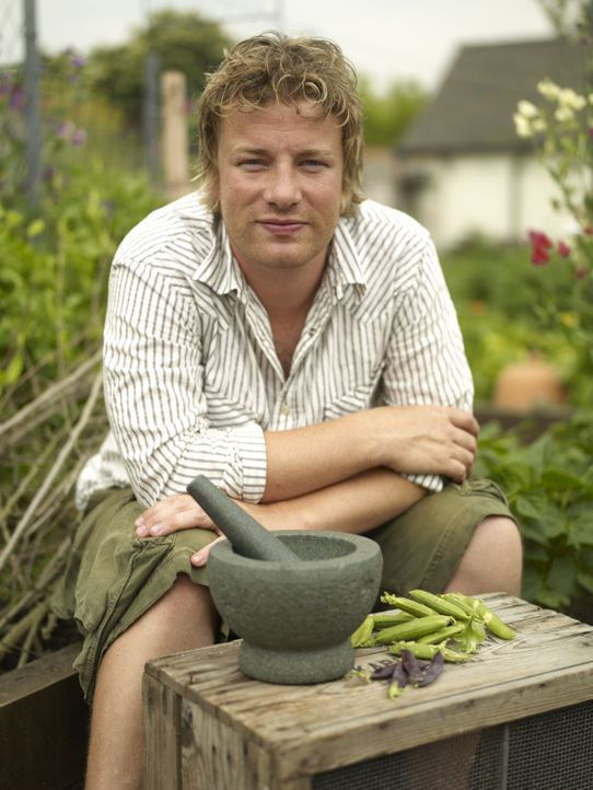 """(1. Staffel) - Jamie Oliver hat in den letzten Jahren jungen Arbeitslosen eine solide Ausbildung in """"Jamie's Kitchen"""" verschafft und mit großem Enga... - Bildquelle: David Loftus Fremantle"""