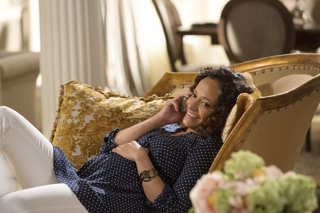 Zoila (Judy Reyes) hat gemischte Gefühle ihrem Baby gegenüber, doch ein Unfall macht ihr bewusst, wie sehr sie das Kind jetzt schon liebt ... - Bildquelle: Bob Mahoney 2015 American Broadcasting Companies, Inc. All rights reserved.