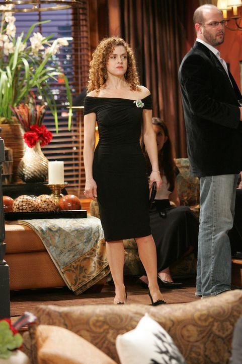 Turbulent geht's zu: Ginny (Bernadette Peters, l.), Karens Schwester, taucht plötzlich auf ... - Bildquelle: Chris Haston NBC Productions