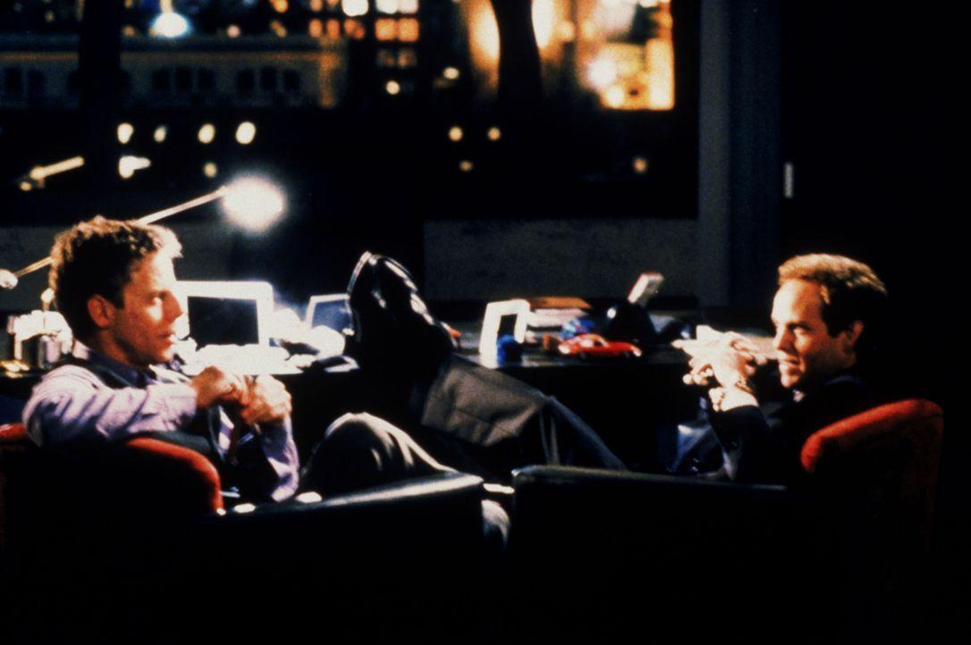 Richard Fish (Greg Germann, l.) und John Cage (Peter MacNicol, r.) wollen unbedingt die Star-Anwältin Nelle Porter in die Kanzlei holen ... - Bildquelle: Twentieth Century Fox Film Corporation. All rights reserved.