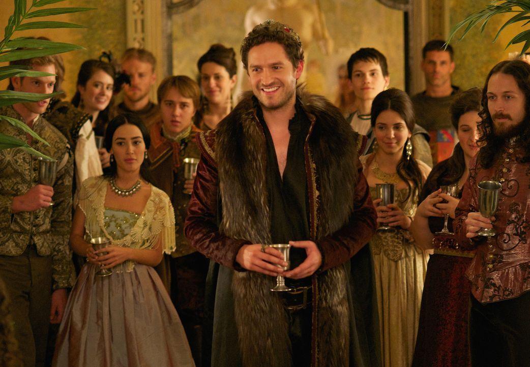 Ist ein Freund ausschweifender Feste: König Antoine (Ben Aldridge) ... - Bildquelle: Sven Frenzel 2014 The CW Network, LLC. All rights reserved.