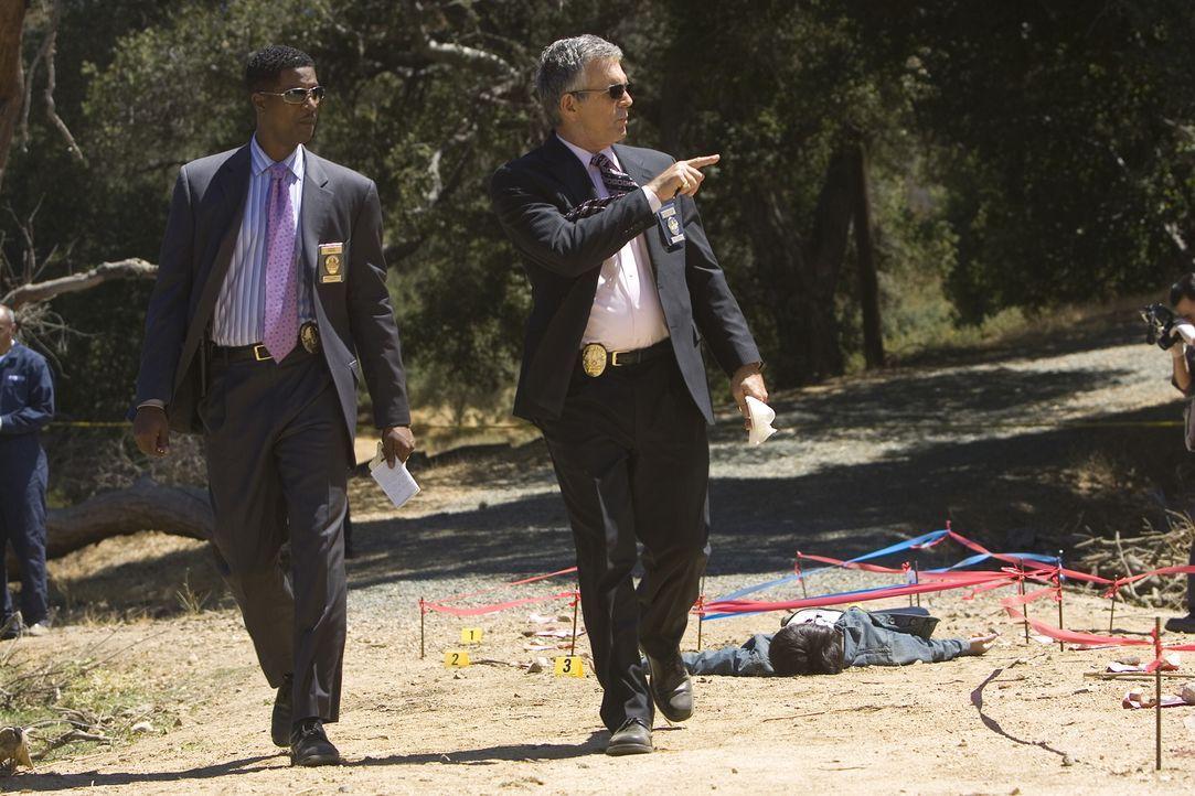 Während Brenda vom Dienst suspendiert ist, müssen sich David (Corey Reynolds, l.) und Andy (Tony Denison, r.) um einen neuen Fall kümmern ... - Bildquelle: Warner Brothers