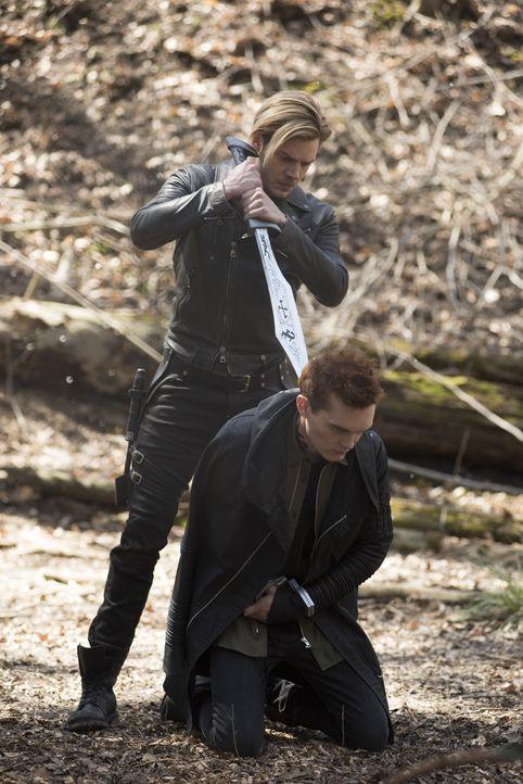 Jace Wayland (Dominic Sherwood, l.); Jonathan Morgenstern (Luke Baines, r.) - Bildquelle: John Medland Constantin Film Verleih GmbH / John Medland