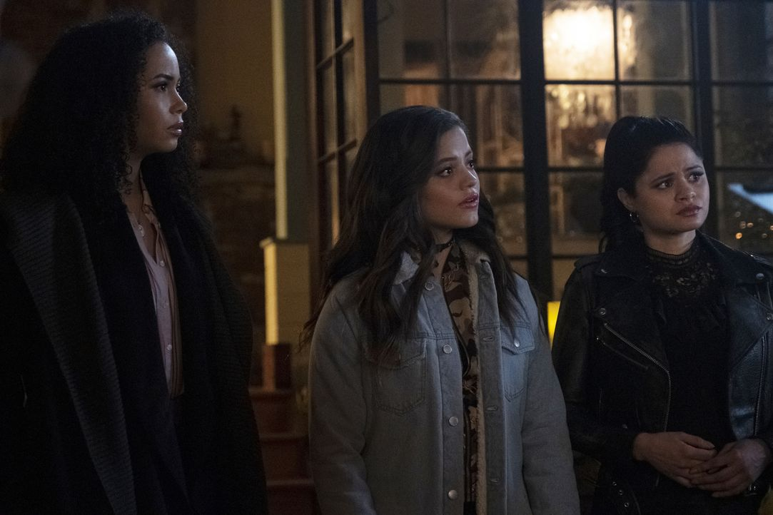 (v.l.n.r.) Macy Vaughn (Madeleine Mantock); Maggie Vera (Sarah Jeffery); Mel Vera (Melonie Diaz) - Bildquelle: Michael Courtney 2019 The CW Network, LLC. All rights reserved. / Michael Courtney