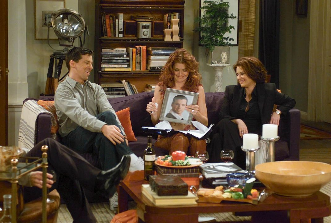 Grace (Debra Messing, M.) hat Geburtstag und was gibt es schöneres als mit Freunden Geburtstag zu feiern? Doch Freunde wie Jack (Sean Hayes, l.) un... - Bildquelle: NBC Productions