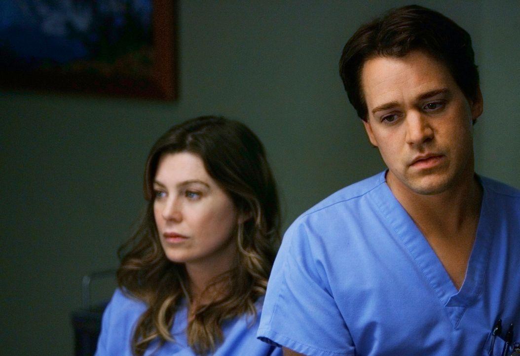 Während es zwischen Meredith (Ellen Pompeo, l.) und Derek noch etwas kriselt, ist George (T.R. Knight, r.) stinksauer, dass Izzie ihm nichts von ih... - Bildquelle: Touchstone Television