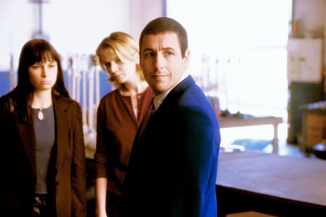 Gerade als Barry (Adam Sandler, r.) Probleme mit einer Telefonsex-Dame hat, erscheint seine Schwester Elizabeth (Mary Lynn Rajskub, l.) im Schleppta... - Bildquelle: Senator Film