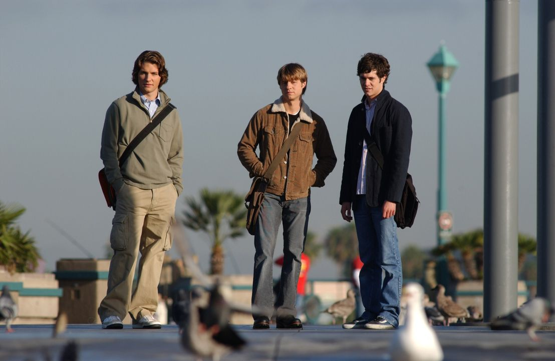 Ein Leben voller Höhen und Tiefen: Zach (Michael Cassidy, l.), Ryan (Benjamin McKenzie, M.) und Seth (Adam Brody, r.) ... - Bildquelle: Warner Bros. Television