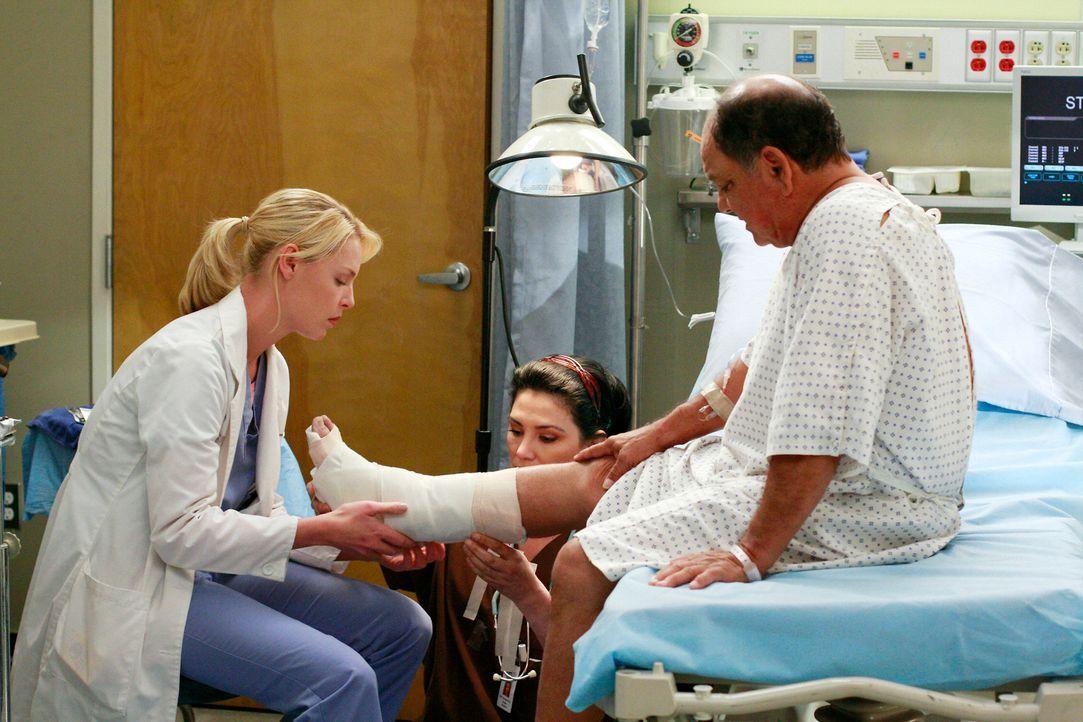 Alex, Izzie (Katherine Heigl, l.), Cristina und Meredith stecken in den letzten Zügen eines Wettstreits, wer der beste Chirurg ist. Das führt zu g... - Bildquelle: Touchstone Television