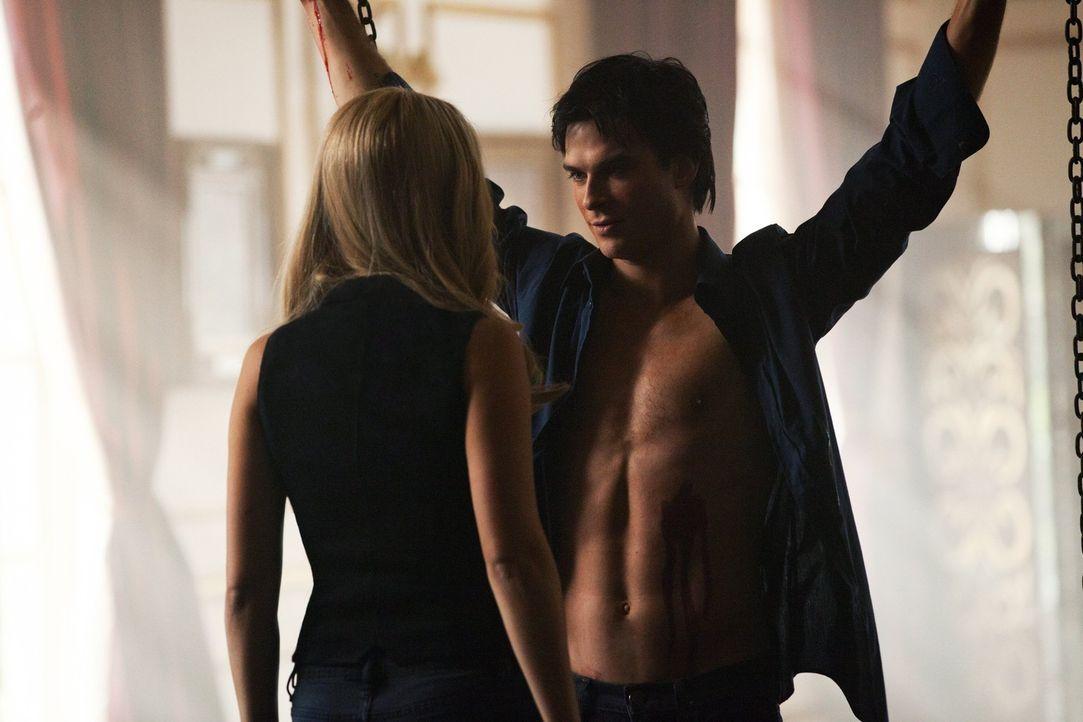 Damon spielt gerne mit Frauen - Bildquelle: Warner Bros. Entertainment Inc.