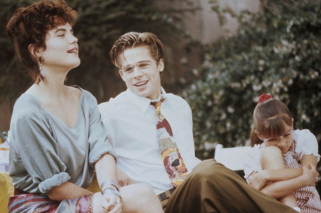 Die schwangere Emily (Elizabeth McGovern, l.) ist sich nicht sicher, ob ihr Ex Elliott (Brad Pitt, r.) oder ob Kathys Highschool-Liebe Tom für ihre... - Bildquelle: Orion Pictures Corporation