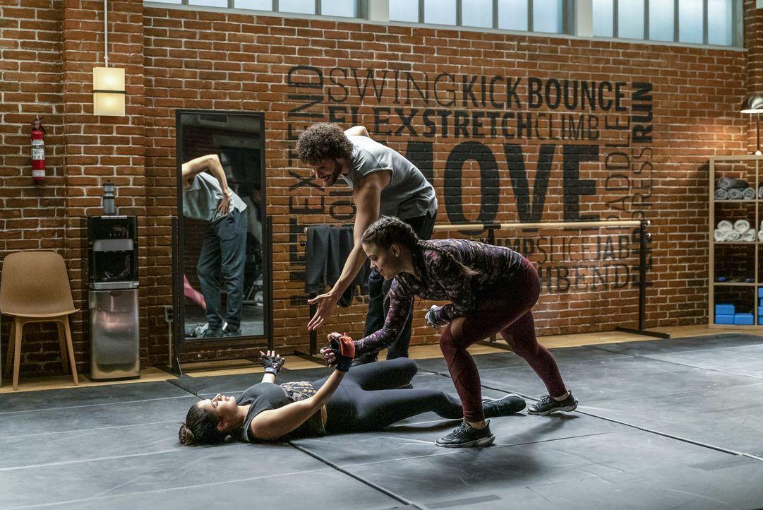 (v.l.n.r.) Mel Vera (Melonie Diaz); Jordan (Jordan Donica); Maggie Vera (Sarah Jeffery) - Bildquelle: Colin Bentley 2020 The CW Network, LLC. All Rights Reserved / Colin Bentley