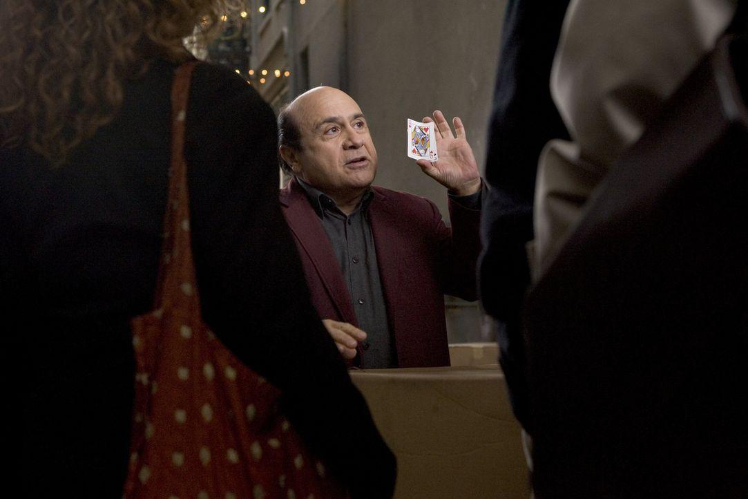 Walter (Danny DeVito, M.) hat es nicht leicht: Von seinem einstigen Ruhm als großartiger Magier ist nichts übrig geblieben. Stattdessen verbringt...