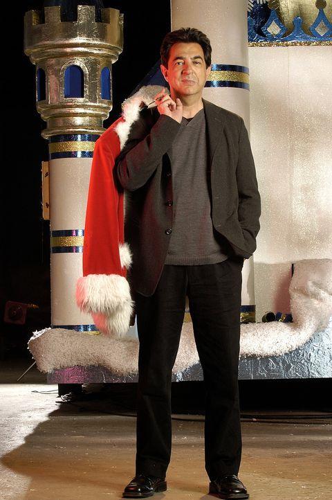 Erst als er anderen hilft, erkennt Frank (Joe Mantegna), was auch seine Welt retten könnte ... - Bildquelle: TM &   2009 CBS Studios Inc. All Rights Reserved.