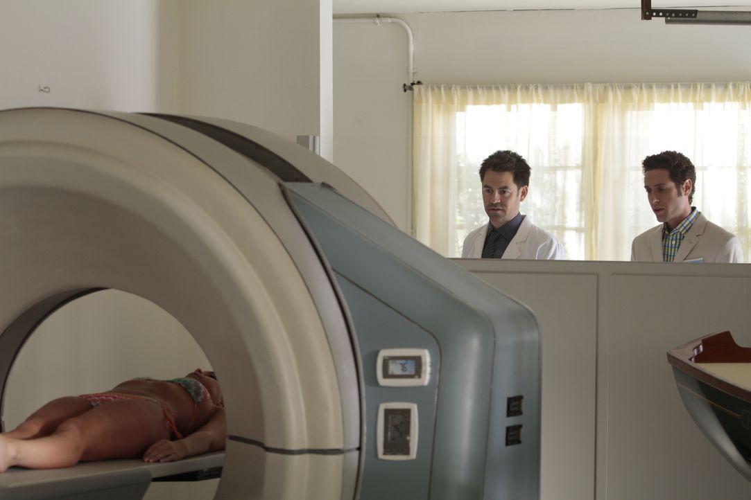 (v.l.n.r.) Dr. Paul Van Dyke (Kyle Howard); Evan Lawson (Paulo Costanzo) - Bildquelle: Giovanni Rufino 2012 USA Network Media, LLC / Giovanni Rufino