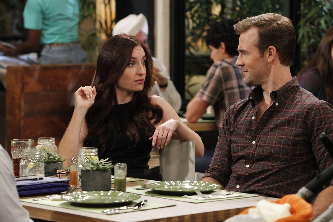 Während Kate (Zoe Lister Jones, l.) keine Chance auslässt, versucht sich Will (James Van Der Beek, r.) im Nein-Sagen ... - Bildquelle: 2013 CBS Broadcasting, Inc. All Rights Reserved.