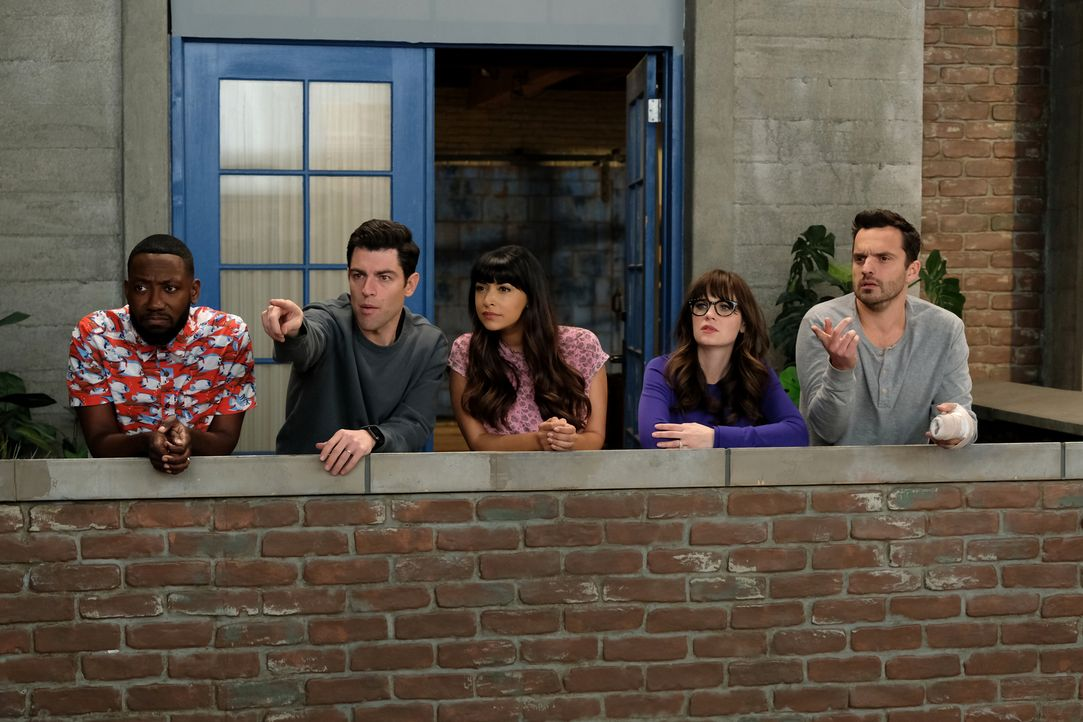 Als Nick (Jake Johnson, r.) und Jess (Zooey Deschanel, 2.v.r.) die Nachricht erhalten, dass sie das Loft wegen Eigenbedarf des Vermieters räumen müs... - Bildquelle: 2018 Fox and its related entities.  All rights reserved.