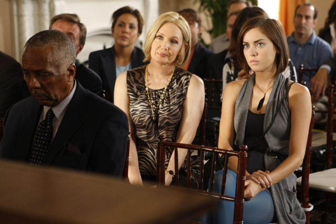 Silver (Jessica Stroup, r.) kann ihrer Mutter Jackie (Ann Gillespie, l.) die Alkoholsucht immernoch nicht verzeihen... - Bildquelle: TM &   CBS Studios Inc. All Rights Reserved
