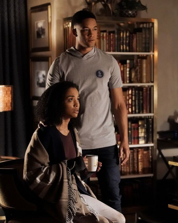 Cassie (Erinn Westbrook, l.); Rafael Waithe (Peyton Alex Smith, r.) - Bildquelle: Jace Downs 2018 The CW Network, LLC. All rights reserved. / Jace Downs