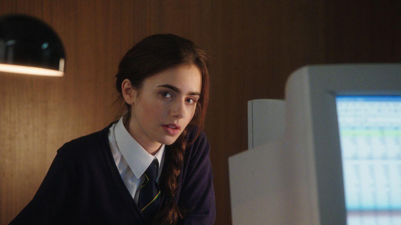 So oft Rosie (Lily Collins) es auch versucht, sich einzureden, dass sie keine Gefühle für Alex hat, es scheint einfach nicht zu funktionieren ... - Bildquelle: Constantin Film Verleih GmbH