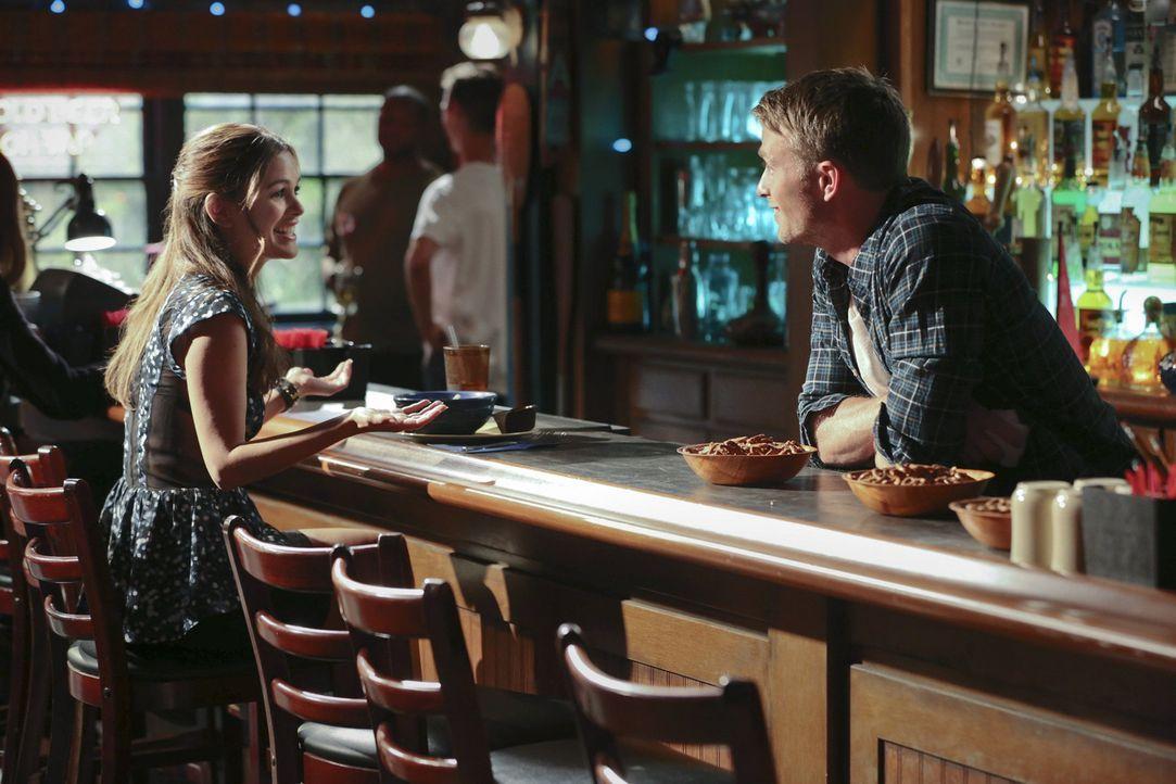 Lange können Zoe (Rachel Bilson, l.) und Wade (Wilson Bethel, r.) nicht mehr geheim halten, dass sie sich nicht mehr hassen ... - Bildquelle: Warner Bros.