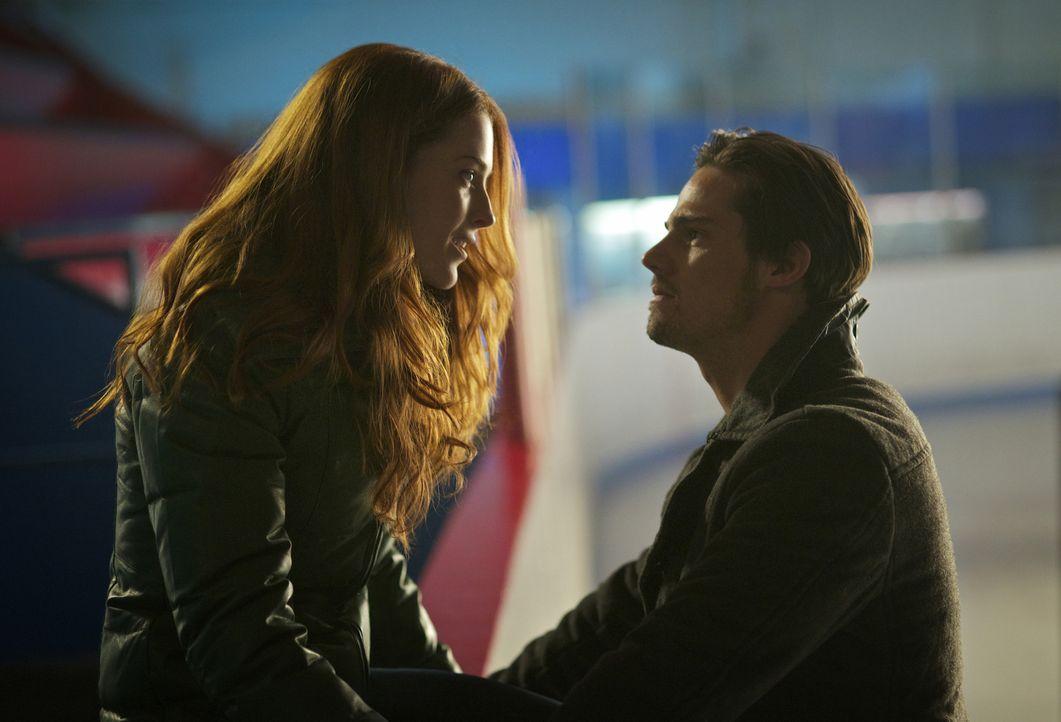 Hat ihre Liebe noch eine Chance? Vincent (Jay Ryan, r.) und Alex (Bridget Regan, l.) - Bildquelle: 2012 The CW Network. All Rights Reserved.