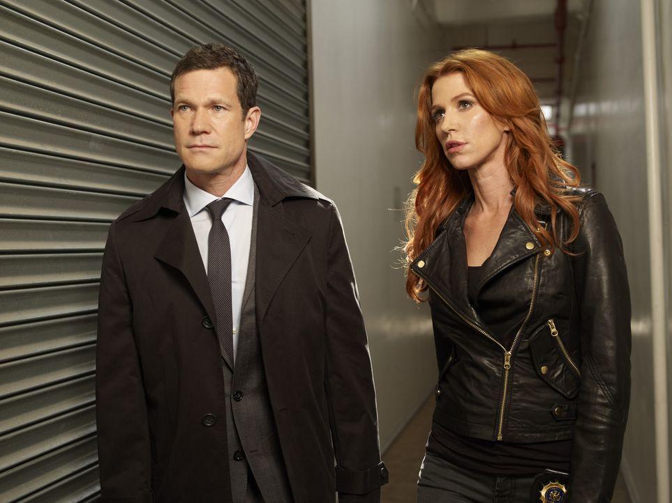 (1. Staffel) - Gemeinsam gehen sie auf Mörderjagd: Detective Carrie Wells (Poppy Montgomery, r.) und Detective Al Burns (Dylan Walsh, l.) ... - Bildquelle: 2011 CBS Broadcasting Inc. All Rights Reserved.