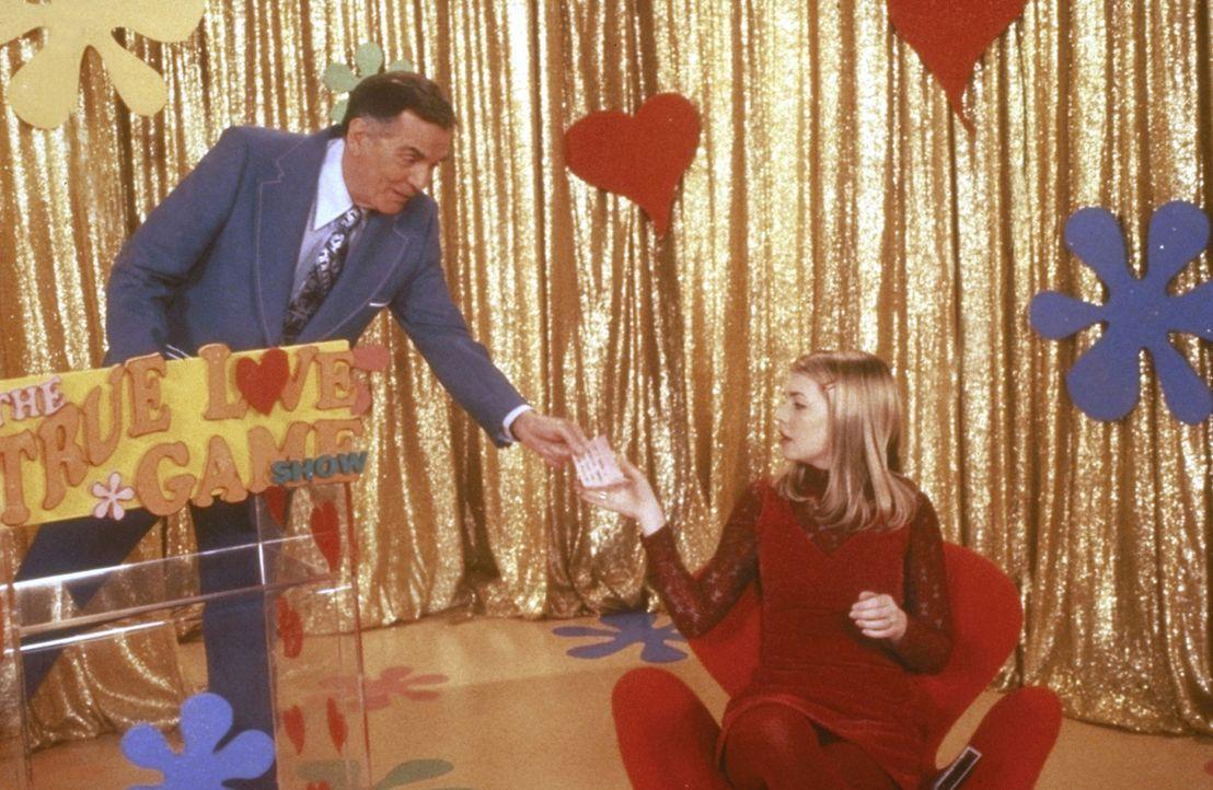 """Sabrina (Melissa Joan Hart, r.) muss sich einem """"Wahre-Liebe-Test"""" unterziehen, um ihren Freund Harvey vom Frosch wieder in einen Menschen zurückve... - Bildquelle: Paramount Pictures"""
