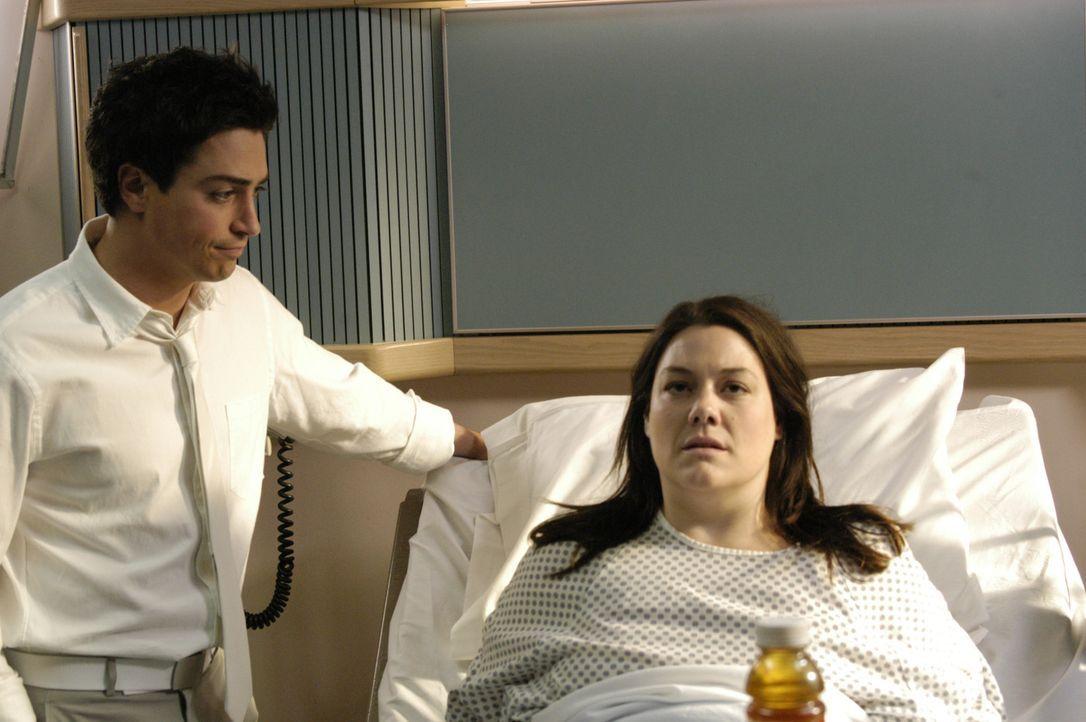 Deb (Brooke Elliott, r.) kann es nicht fassen, als sie im Krankenhaus aufwacht und im Körper von der übergewichtigen Anwältin steckt. Himmelstorw... - Bildquelle: 2009 Sony Pictures Television Inc. All Rights Reserved.