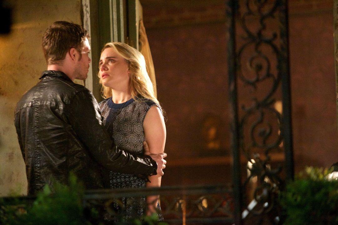 Wird Camis (Leah Pipes, r.) ihre Meinung über Klaus (Joseph Morgan, l.) noch ändern? - Bildquelle: Warner Bros. Television