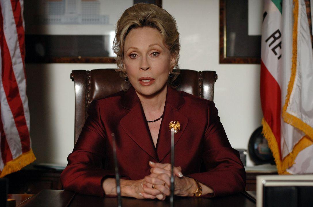 Die Gouverneurin von Kalifornien (Faye Dunaway) versucht alles, um die Epidemie aufzuhalten ... - Bildquelle: 2006 RHI Entertainment Distribution, LLC