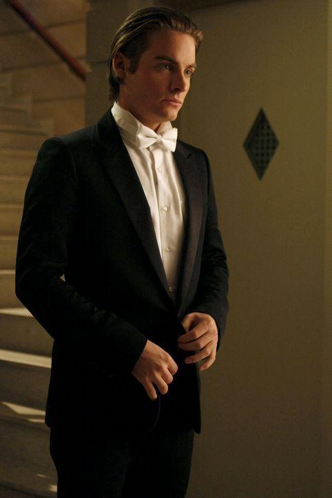 Damien (Kevin Zegers) weiß nicht, wie er Serena die mit Pillen gefüllte Jacke abnehmen kann, ohne dass diese es bemerkt. - Bildquelle: Warner Brothers