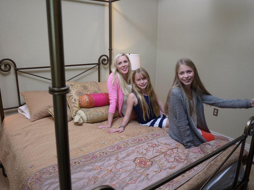 Findet die Maklerin Beth Mandal Tyson für Elizabeth (l.) und ihre beiden Töchter (M. und r.) die richtige Unterkunft in Biloxi? - Bildquelle: 2014, HGTV/Scripps Networks, LLC. All Rights Reserved.