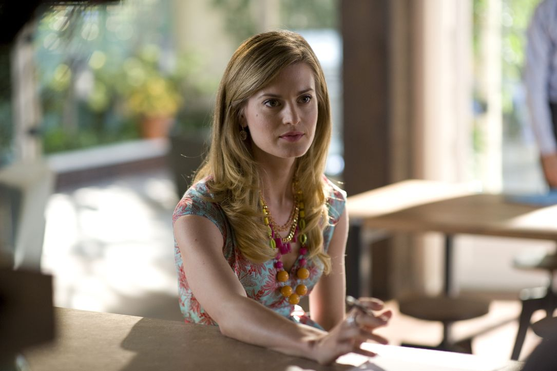 Paige Collins (Brooke D'Orsay) - Bildquelle: Ali Goldstein 2012 USA Network Media, LLC / Ali Goldstein