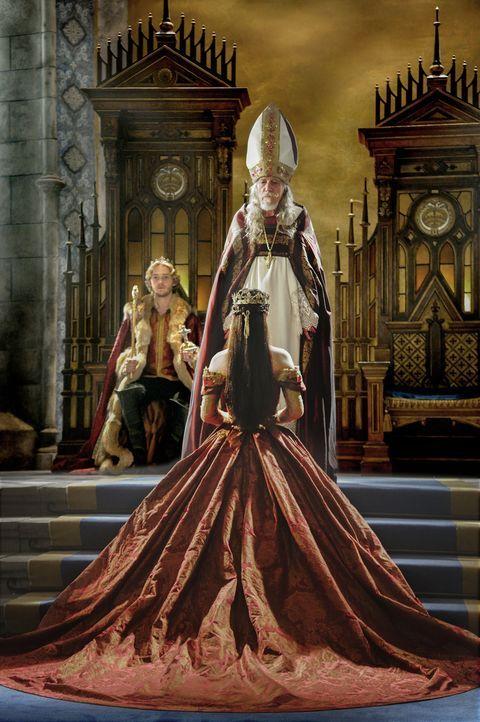 In einer aufwändigen Zeremonie mit Repräsentanten aus über 50 Ländern, wird Mary (Adelaide Kane) zur Königin von Frankreich gekrönt ... - Bildquelle: Ben Mark Holzberg 2014 The CW Network, LLC. All rights reserved.