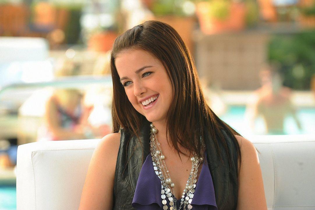 Zu Sages (Ashley Newbrough) Unwillen, findet Laurel Gefallen an Megans Idee einer Biografie ... - Bildquelle: Warner Bros. Television