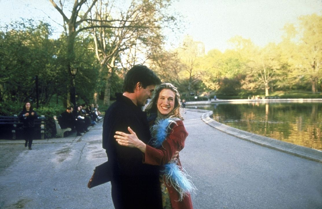 Carrie (Sarah Jessica Parker, l.) hat einen wunderschönen Tag und eine heiße Nacht verbracht ... - Bildquelle: Craig Blankenhorn HBO 1998