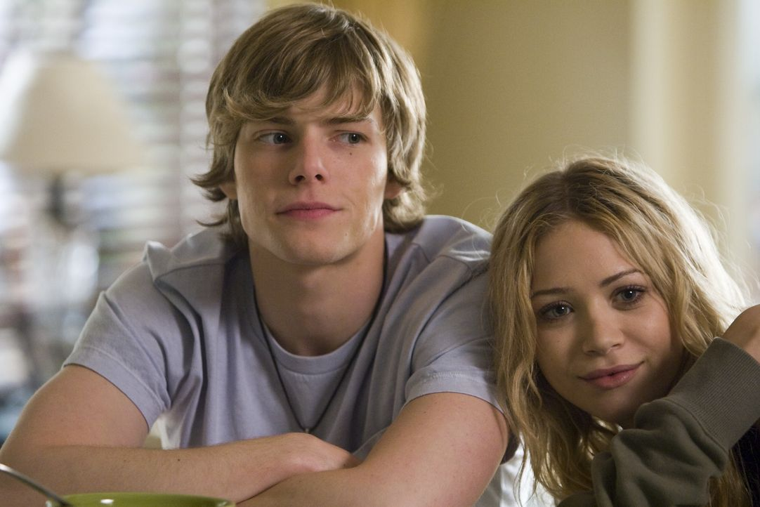 Können die Finger nicht voneinander lassen: Silas (Hunter Parrish, l.) und seine Freundin Tara (Mary-Kate Olsen, r.) ... - Bildquelle: Lions Gate Television
