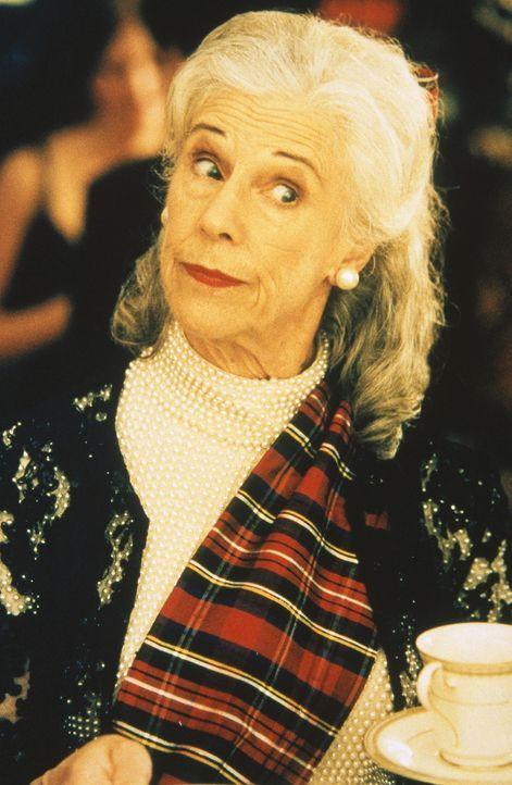 Bunny (Frances Sternhagen) beäugt missgünstig die Situation zwischen Trey und Charlotte. - Bildquelle: Paramount Pictures