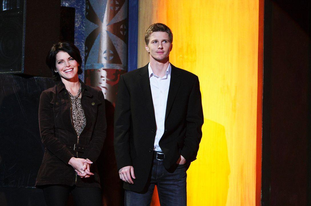 Ahnen nicht, dass der Geist von Miles ihnen dicht auf den Fersen ist: Suzanne Zale (Lesli Kay, l.) und Grant Harper (Thad Luckinbill, r.) - Bildquelle: ABC Studios