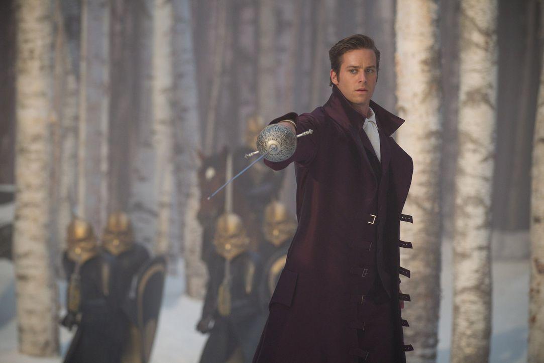 Nimmt den Kampf gegen das Böse auf: Prince Andrew Alcott (Armie Hammer) ... - Bildquelle: Jan Thijs STUDIOCANAL