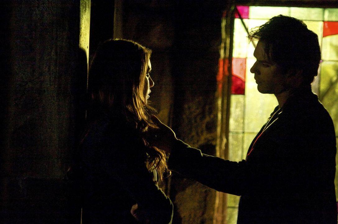 Müssen Elena (Nina Dobrev, l.) und Damon (Ian Somerhalder, r.) für immer Abschied nehmen? - Bildquelle: Warner Brothers