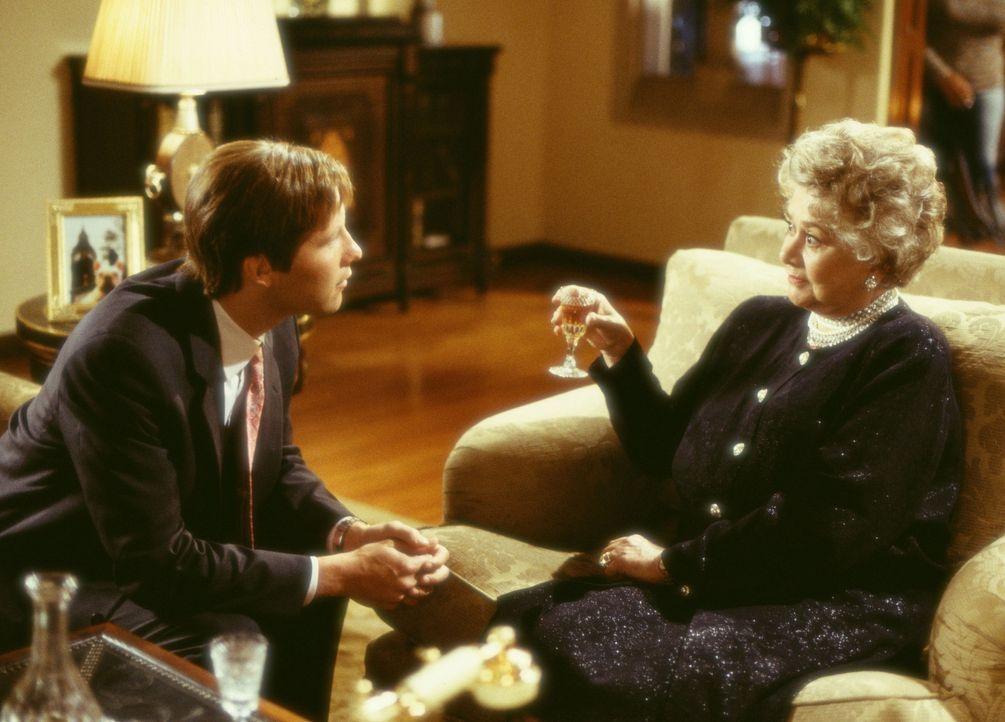 Geraten in einen liebenswerten Wirbelwind: Todd Gendler (Michael Rosenbaum, l.) und die milliardenschwere Mrs. Arness (Joan Plowright, r.) … - Bildquelle: Touchstone Pictures