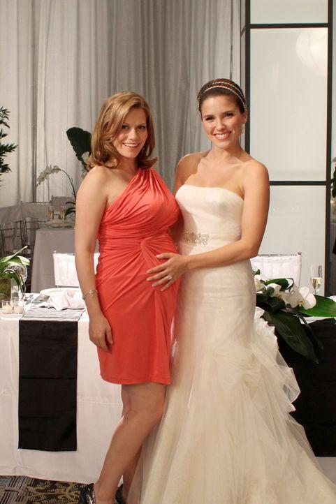 Brooke (Sophia Bush, r.) ist überglücklich, dass Haley (Bethany Joy Lenz, l.) ihre Trauzeugin ist ... - Bildquelle: Warner Bros. Pictures